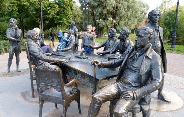 Скульптурная группа Зодчие